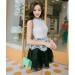 ( size M ) ชุดเดรสแฟชั่นเกาหลี ชุดเดรสน่ารัก ชุดเดรสออกงาน ชุดเดรสสั้น เสื้อสีขาว แขนกุด เย็บติดกระโปรงสีดำ