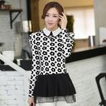 ( Size : S ) เสื้อทำงานสวยๆแฟชั่นเกาหลี เสื้อเชิ้ตสีขาว ลายดอกไม้ แขนยาว ปลายเสื้อแต่งระบาย ผ้าโพลีเอสเตอร์