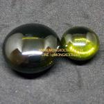 เพชรพญานาค รูปวงกลม 0.8-0.9 ซม. สีเขียวชา ( เป็นสีที่หายาก )