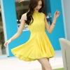 ชุดเดรสสั้นสีเหลือง ผ้าชีฟอง คอจีน ชายกระโปรงจับจีบเป็นระบาย ลุคสาวหวาน เรียบๆ ดูดี