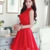 ชุดเดรสสั้นสีแดง แขนกุด คอเต่า เอวเข้ารูป ผ้าชีฟอง กระโปรงบานพริ้ว น่ารัก
