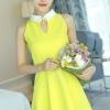 ชุดเดรสสั้นสีเหลือง แขนกุด ผ้าโพลีเอสเตอร์ คอปกสีขาว เย็บฉลุ เอวเข้ารูป น่ารัก
