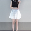 ชุดเดรสแฟชั่นสไตส์เกาหลีมินิเดรสน่ารัก ชุดแซกกระโปรงสั้น เสื้อผ้าลูกไม้สีขาวเย็บต่อด้วยกระโปรงสีดำผ้าแก้ว มีซิปหลัง คอประดับลูกปักสีมุก ( S,M,L,XL,XXL)