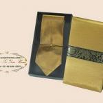 ของพรีเมี่ยมเนคไทผ้าไหม (เหลืองทอง) พร้อมกล่องผ้าไหม ขนาด 4 x 53 นิ้ว