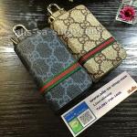 กระเป๋าซองหนัง ใส่กุญแจรีโมทรถยนต์ รุ่นซิบรอบ พิมพ์ลายโลโก้ Gucci
