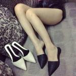 รองเท้า ส้นแบนหัวแหลม แบบใหม่ สีดำ ไซส์ 39