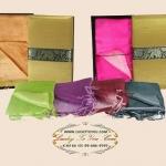 ของที่ระลึก ผ้าไหม 2 สีพร้อมกล่องผ้าไหม ขนาด 25 x 63 นิ้ว