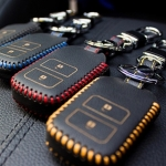 ซองหนังแท้ ใส่กุญแจรีโมทรถยนต์ HONDA HR-V,CR-V,BR-V,JAZZ Smart Key 2 ปุ่ม รุ่น ด้ายสี