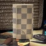 กระเป๋าใส่พวงกุญแจ Louis Vuitton เกรด hi-end ลายตาราง สี ขาว-ดำ (Pre)