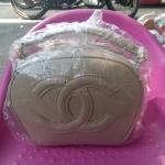 กระเป๋าแฟชั้น สีครีม พรีเมี่ยม ขนาด size 8 นิ้ว 590 บาท พร้อมส่งค่ะ