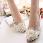 รองเท้าส้นแบน ประดับด้วยผ้าลูกไม้ผีเสื้อแบบเก๋ๆ สีขาว ไซส์ 38