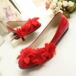 รองเท้าส้นแบน ประดับด้วยผ้าลายดอกไม้ แบบเก๋ๆ