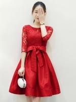 ชุดเดรสสั้นสีแดง ผ้าลูกไม้ แขนสามส่วน กระโปรงผ้าไหม พร้อมผ้าผูกเอว สวยๆ