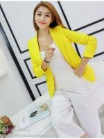 เสื้อสูททำงานผู้หญิงสีเหลือง ทรงสวยเข้ารูป คอปก แขนยาว แต่งกระเป๋า