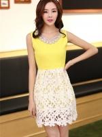 ชุดเดรสออกงานสวยๆแนวหวานสไตล์เกาหลี สีเหลือง คอกลมประดับคริสตัลสวยหรู แขนกุด เอวเข้ารูป กระโปรงผ้าลูกไม้สีขาว ซับในทั้งตัว ซิปหลัง ไซส์ L