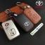 ซองหนังแท้ ใส่กุญแจรีโมทรถยนต์ รุ่นหนังนิ่ม-โลโก้เหล็ก Toyota Camry Hybrid ,Prius,Altis แบบใหม่ thumbnail 1