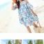 ชุดเดรสสั้นใส่เที่ยวทะเลสวยๆ โทนสีฟ้าลายดอกไม้ เว้าไหล่ ทรงปล่อย thumbnail 3