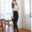 ชุดเดรสทำงาน ตัวเสื้อสีขาว แขนยาว คอเต่า ผ้าชีฟอง กระโปรงสีดำ เข้ารูป