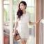 ชุดเดรสสั้นสีขาว ผ้าชีฟอง คอวี ซิปหลัง ช่วงกระโปรงเย็บผ้าลูกไม้สวยหรู thumbnail 1