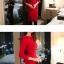 ชุดเดรสทำงานสีแดง แขนยาว คอกลม เอวเข้ารูป ซิปหลัง ช่วงสะโพกเย็บระบาย สวยหรู thumbnail 2