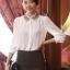 เสื้อทำงานแฟชั่นสไตล์เกาหลีสวยๆ เสื้อแขนยาวสีขาว คอปกลูกไม้สีดำเก๋ๆ ผ้าชีฟอง กระดุมผ่าหน้า thumbnail 1
