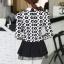 เสื้อทำงานสวยๆแฟชั่นเกาหลี เสื้อเชิ้ตสีขาว ลายดอกไม้ แขนยาว ปลายเสื้อแต่งระบาย ผ้าโพลีเอสเตอร์, S M L thumbnail 3