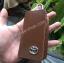 กระเป๋าซองหนังแท้ ใส่กุญแจรถยนต์ โลโก้ TOYOTA หนังลายไม้ สีน้ำตาล thumbnail 2