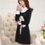 ชุดเดรสสั้นสีดำ คอปกสีขาว ปลายแขนพับขึ้น ด้านหน้าพิมพ์ลายตุ๊กตาน่ารักๆ แนวเกาหลี thumbnail 8