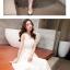 ชุดเดรสยาวสีขาว แขนกุด คอวี ซิปข้าง เอวเข้ารูป กระโปรงบานพริ้ว สวยหรู thumbnail 2