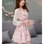 ชุดเดรสสั้นสีชมพู ลายดอกไม้ คอระบาย แขนยาว แนวเกาหลีสวยหวาน น่ารักๆ แนววินเทจย้อนยุค thumbnail 3