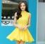 ชุดเดรสสั้นสีเหลือง ผ้าชีฟอง คอจีน ชายกระโปรงจับจีบเป็นระบาย ลุคสาวหวาน เรียบๆ ดูดี thumbnail 1