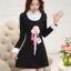 ชุดเดรสสั้นสีดำ คอปกสีขาว ปลายแขนพับขึ้น ด้านหน้าพิมพ์ลายตุ๊กตาน่ารักๆ แนวเกาหลี thumbnail 5