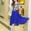 ชุดเดรสสั้นสีน้ำเงิน แขนสั้น ตัวเสื้อสีขาวพิมพ์ลายสีน้ำเงิน ผ้าชีฟอง กระโปรงบานพริ้ว thumbnail 3