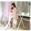 ชุดเดรสสั้นเกาหลีน่ารัก เดรสสั้นลูกไม้สีชมพูอ่อนลายดอกไม้ คอกลม แขนกุด thumbnail 2