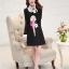 ชุดเดรสสั้นสีดำ คอปกสีขาว ปลายแขนพับขึ้น ด้านหน้าพิมพ์ลายตุ๊กตาน่ารักๆ แนวเกาหลี thumbnail 7