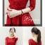 ชุดเดรสทำงานสีแดง แขนสี่ส่วน คอกลม เสื้อเย็บผ้าลูกไม้ กระโปรงบาน เอวผูกโบว์ น่ารัก thumbnail 2