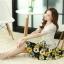 ชุดเดรสสั้นลายดอกไม้ เสื้อผ้าลูกไม้สีขาว เย็บต่อด้วยกระโปรงสั้นลายดอกไม้สีเหลือง เป็นชุดเดรสแฟชั่นน่ารักๆ สไตล์เกาหลี ( S,M,L,XL,) thumbnail 3