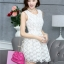 ชุดเดรสน่ารักแฟชั่นเกาหลี เดรสสั้นสีขาว ปักลายดอกไม้ คอกลม แขนกุด เอวเข้ารูป กระโปรงทรงสุ่ม S M L XL thumbnail 7