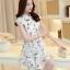 ชุดเดรสสั้นสีขาว พิมพ์ลายนกน่ารักๆ ผ้าซีทรูปักลายน่ารักๆ เนื้อผ้ามันเงานิดๆ ให้ความรู้สึกสวยหรู ซับในอย่างดี คอปกปักลายเก๋ๆแต่งคริสตัลสีเงิน เอวเข้ารูป กระโปรงบานทรงสวิง thumbnail 8
