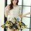 ชุดเดรสสั้นลายดอกไม้ เสื้อผ้าลูกไม้สีขาว เย็บต่อด้วยกระโปรงสั้นลายดอกไม้สีเหลือง เป็นชุดเดรสแฟชั่นน่ารักๆ สไตล์เกาหลี ( S,M,L,XL,) thumbnail 2