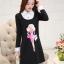ชุดเดรสสั้นสีดำ คอปกสีขาว ปลายแขนพับขึ้น ด้านหน้าพิมพ์ลายตุ๊กตาน่ารักๆ แนวเกาหลี thumbnail 2