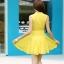 ชุดเดรสสั้นสีเหลือง ผ้าชีฟอง คอจีน ชายกระโปรงจับจีบเป็นระบาย ลุคสาวหวาน เรียบๆ ดูดี thumbnail 4
