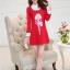 ชุดเดรสสั้นสีแดง คอปกสีขาว ปลายแขนพับขึ้น ด้านหน้าพิมพ์ลายตุ๊กตาน่ารักๆ แนวเกาหลี thumbnail 5