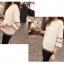 เสื้อสีขาว แขนยาวแต่งระบายสวยๆ ทรงตรงใส่สบาย แฟชั่นเกาหลี thumbnail 3
