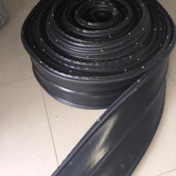 A8ae PVC Waterstop ขนาด 8 นิ้ว 3 ปุ่ม หนา 5 มม. แบบมีตาไก่(25 เมตร)