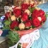 ช่อเฟอเรโร่ผสมดอกกุหลาบสดสีแดง 7 ลูก