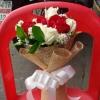 ช่อดอกกุหลาบสีแดง ขาว ดอกไม้สด