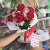 ช่อดอกกุหลาบสีแดง ดอกไม้สด