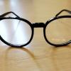 แว่นตากรอบแว่นทรงใหญ่สีดำเงา