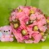 ช่อเฟอเรโร่ (Ferrero Rocher) 9 ลูก ดอกกุหลาบสีชมพูหวาน กระดาษสีชมพู